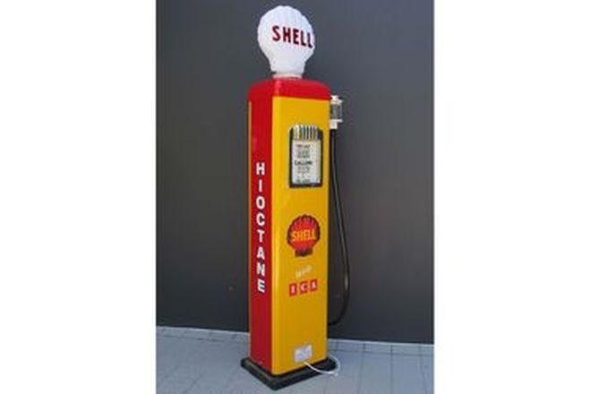 Petrol Pump - c1950s Gilbarco Electric In Shell Livery with Reproduction Globe