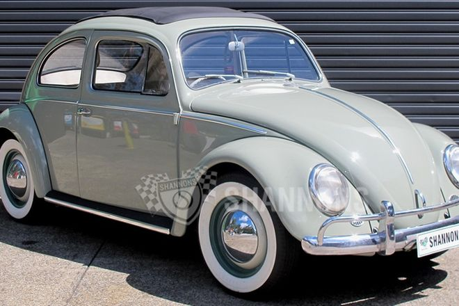 Volkswagen Beetle 2-Door Sedan