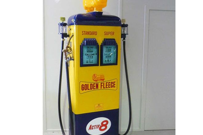 Petrol Bowser - Double Gilbarco Electric in Golden Fleece livery (restored)