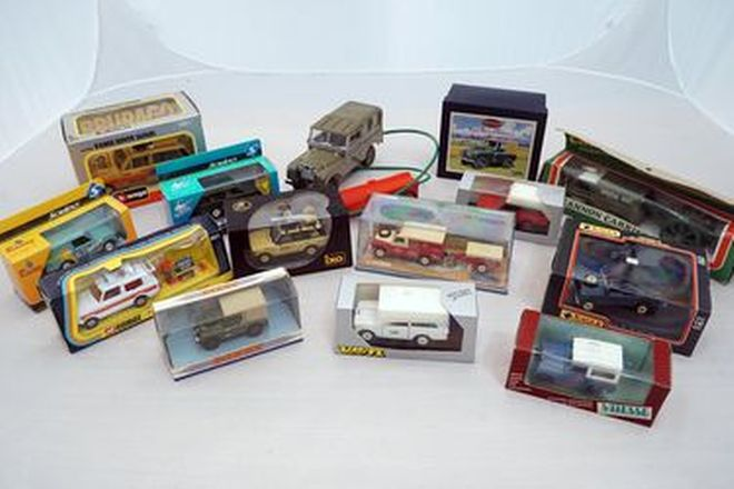 Model Cars x 70 - Assorted Land Rover & Range Rover Models (Various Scales & Brands)