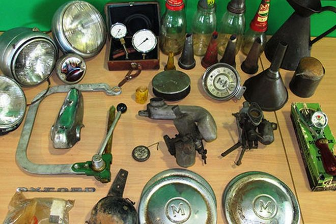 Oil Bottles, Gauges & Assorted Spares