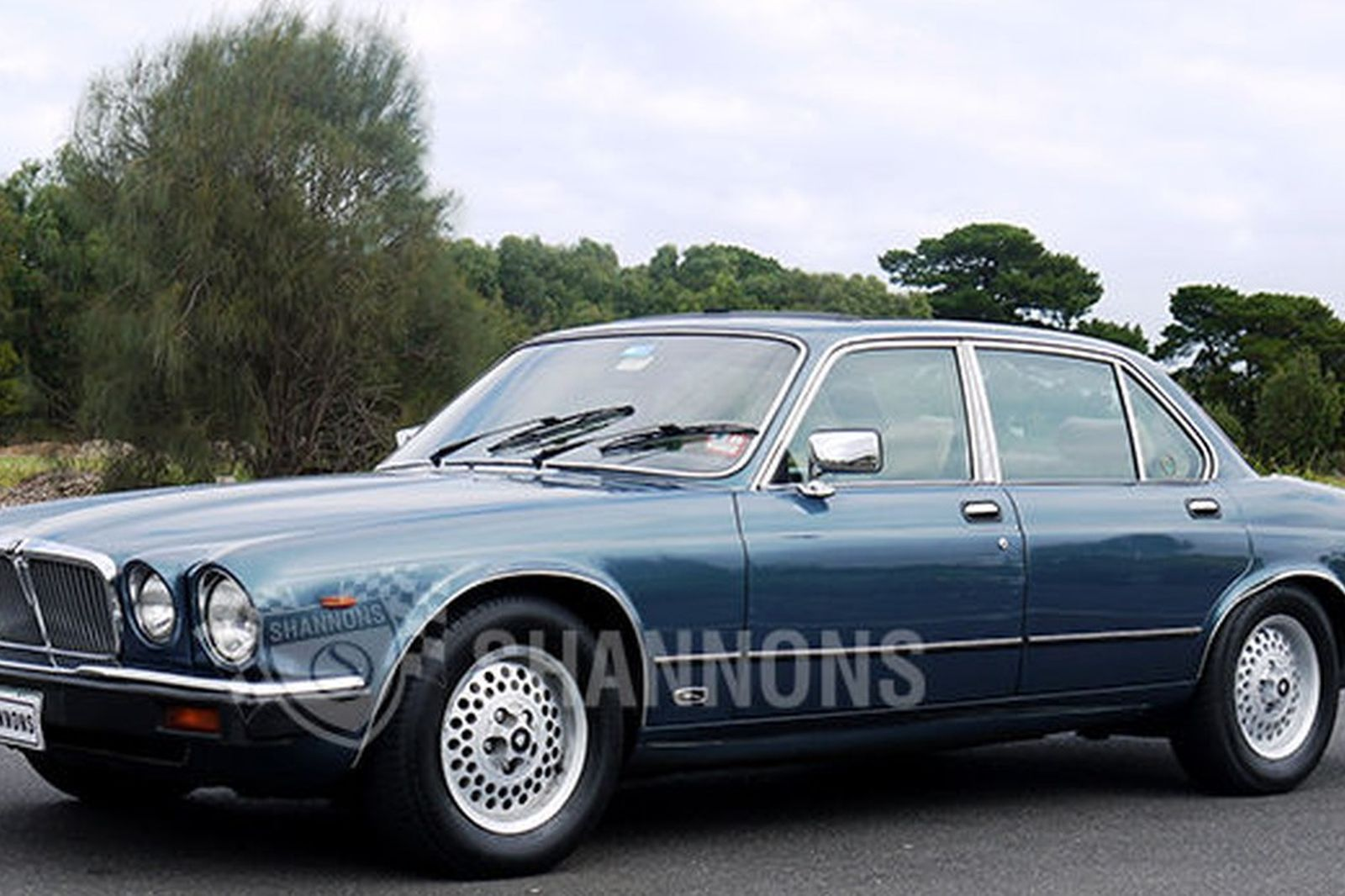 sold jaguar xj 4 2 sovereign saloon auctions lot 1 shannons. Black Bedroom Furniture Sets. Home Design Ideas