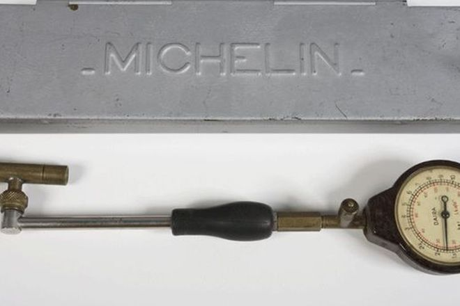 Tyre Gauge - Michelin c1930's in Brass and Bakelite with Case
