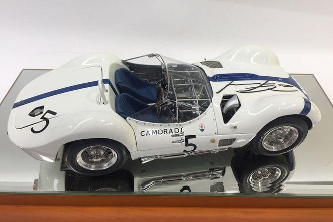 Model Car -  1:18 Signed Limited Edition Maserati Model Cars - Dan Gurney