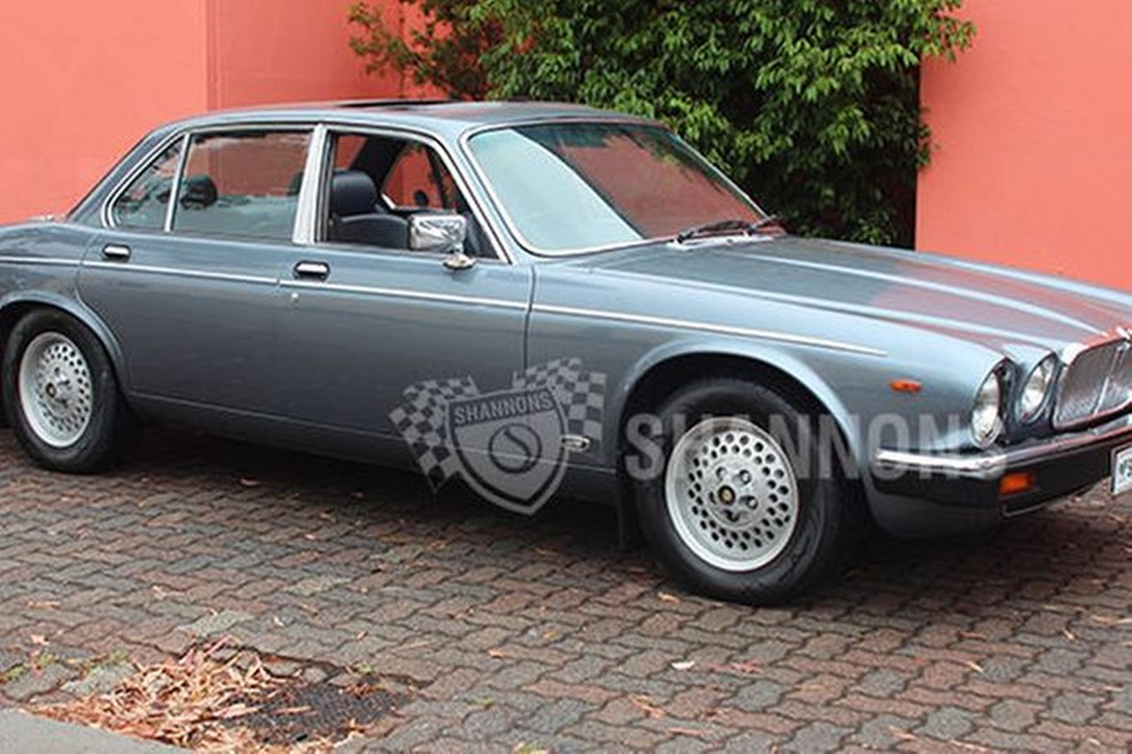 sold jaguar xj6 series 3 saloon auctions lot 2 shannons. Black Bedroom Furniture Sets. Home Design Ideas