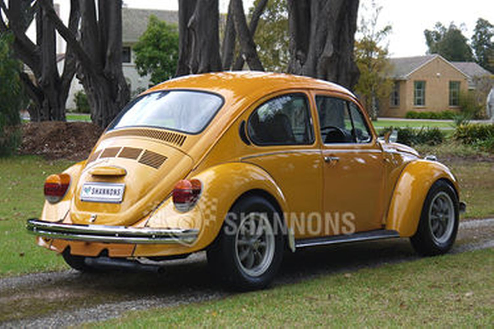 Sold: Volkswagen Beetle Superbug L Sedan Auctions - Lot 1 - Shannons