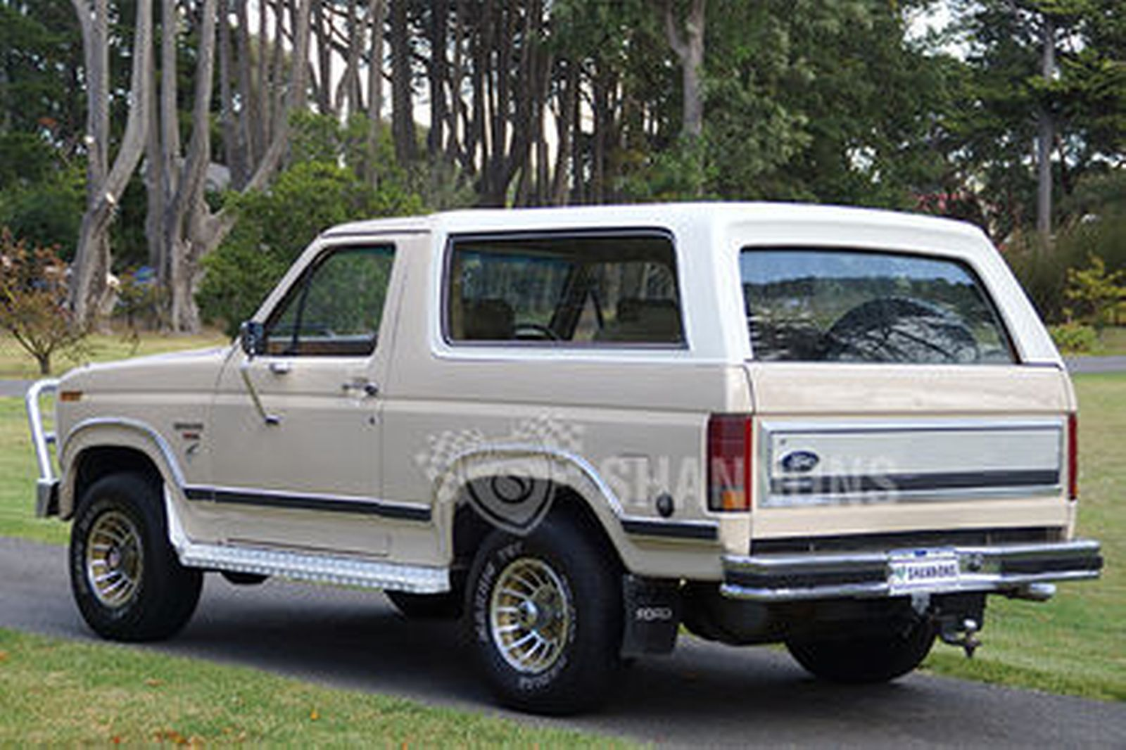 Ford bronco xlt station wagon