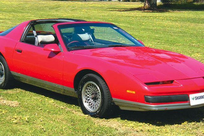 Pontiac Firebird Coupe (RHD)