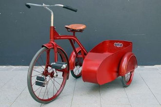 c1940's Cyclops Tricycle with Sidecar (100cm long)