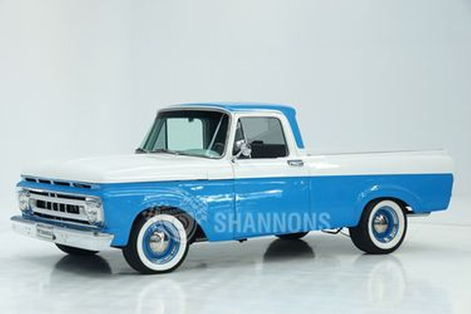Ford F100 Pick-Up (LHD)