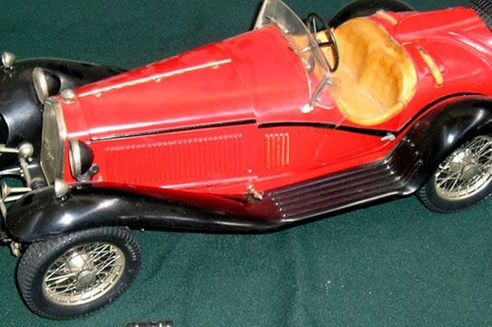 Model Car - Alfa Romeo 8C by Pocher (40cm long)