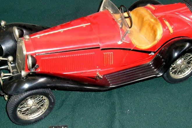 Model Car - Alfa Romeo 8C by Pocher (40cm long)