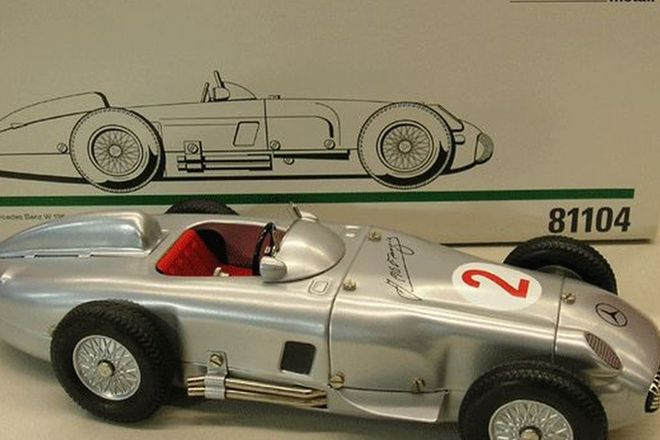 Model Car - Marklin 1954/55 Mercedes Benz W196 Monoposto Silver Arrow (Scale 1:14)