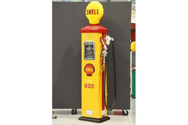 Petrol Pump - Gilbarco CM in Shell Livery with reproduction globe (Restored)