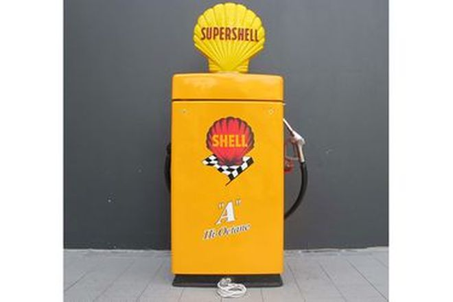 Petrol Pump - Wayne 605 Industrial In Shell Livery (Restored) with Reproduction Globe