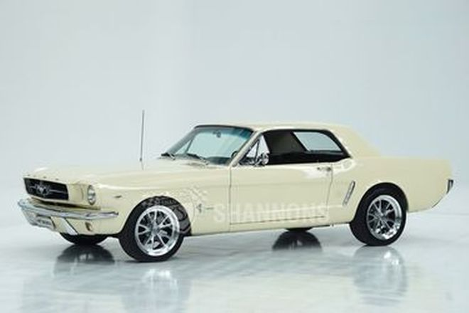 Ford Mustang Coupe (LHD)