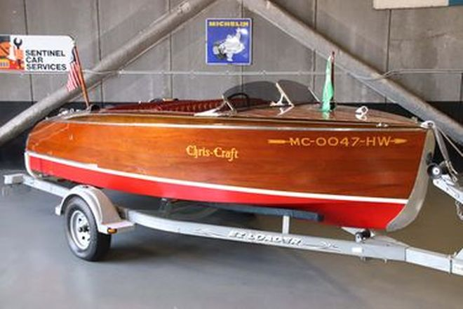 1942 Chris-Craft 17ft Deluxe 'Barrel Back' Wooden Runabout