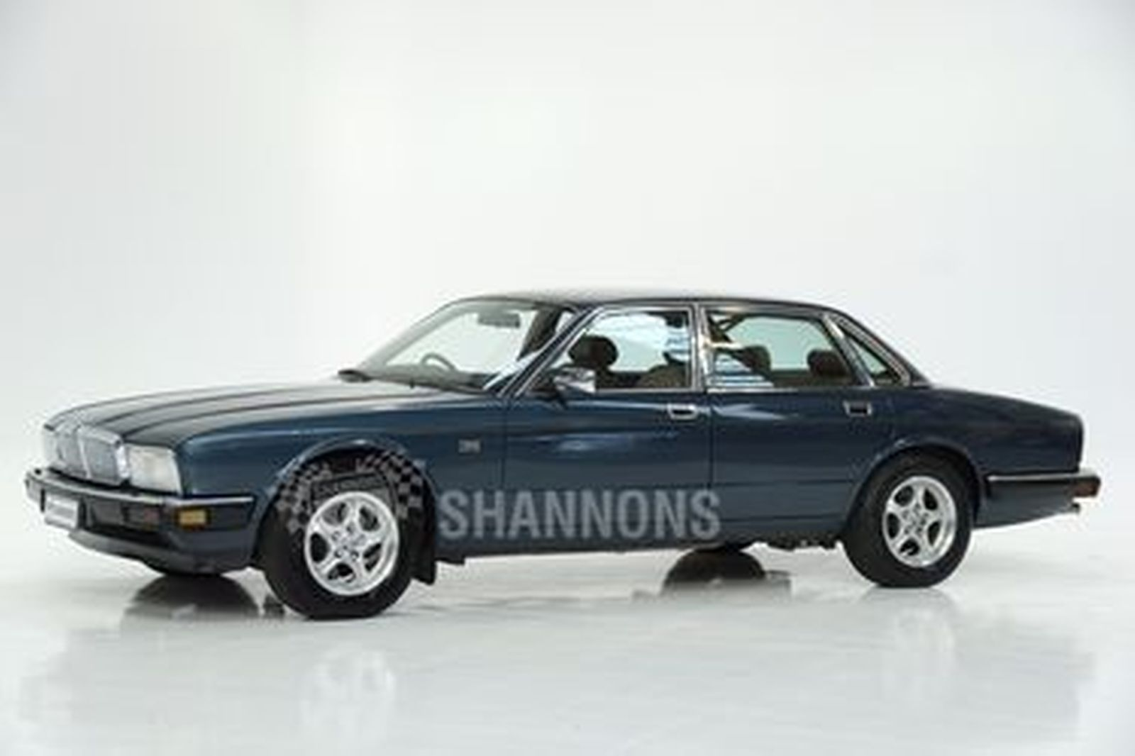 Jaguar Sovereign XJ40 Saloon