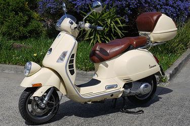 Vespa GTV250ie Scooter