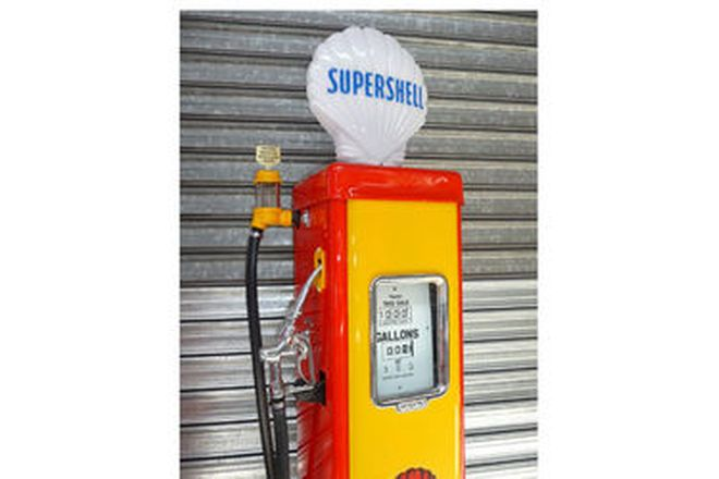 Petrol Pump - c1950's Wayne AS70 Electric in Shell Livery with reproduction Supershell Globe (Restor