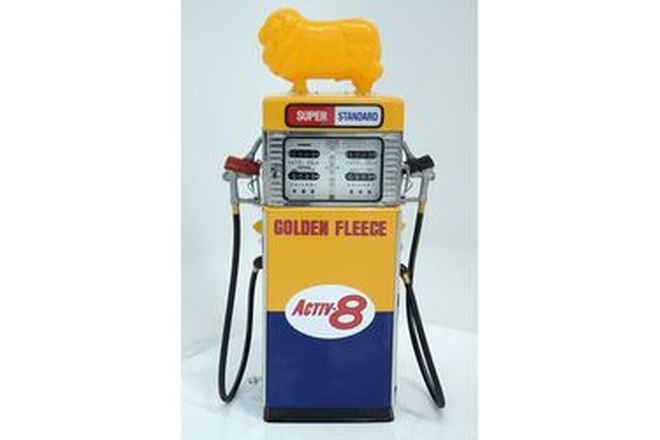 Petrol Pump - Wayne 605 Double in Golden Fleece Livery With Reproduction Ram (Restored)