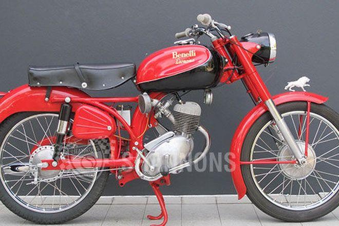 Benelli Leoncino 125cc Motorcycle