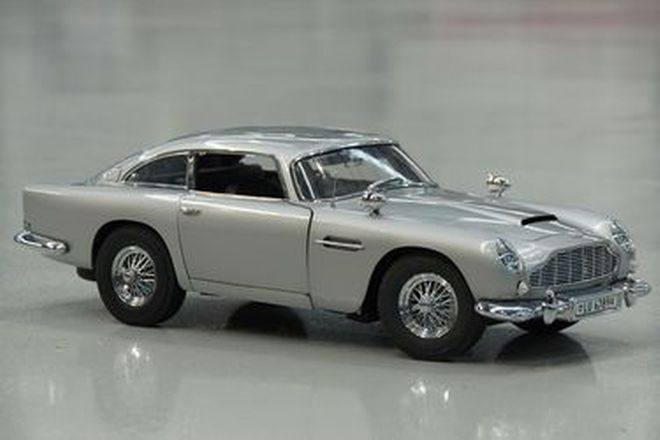 Model Car - James Bond 007 Aston Martin DB5 by Eaglemoss - 24