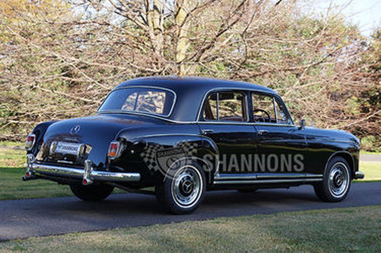 Mercedes-Benz 220S Saloon