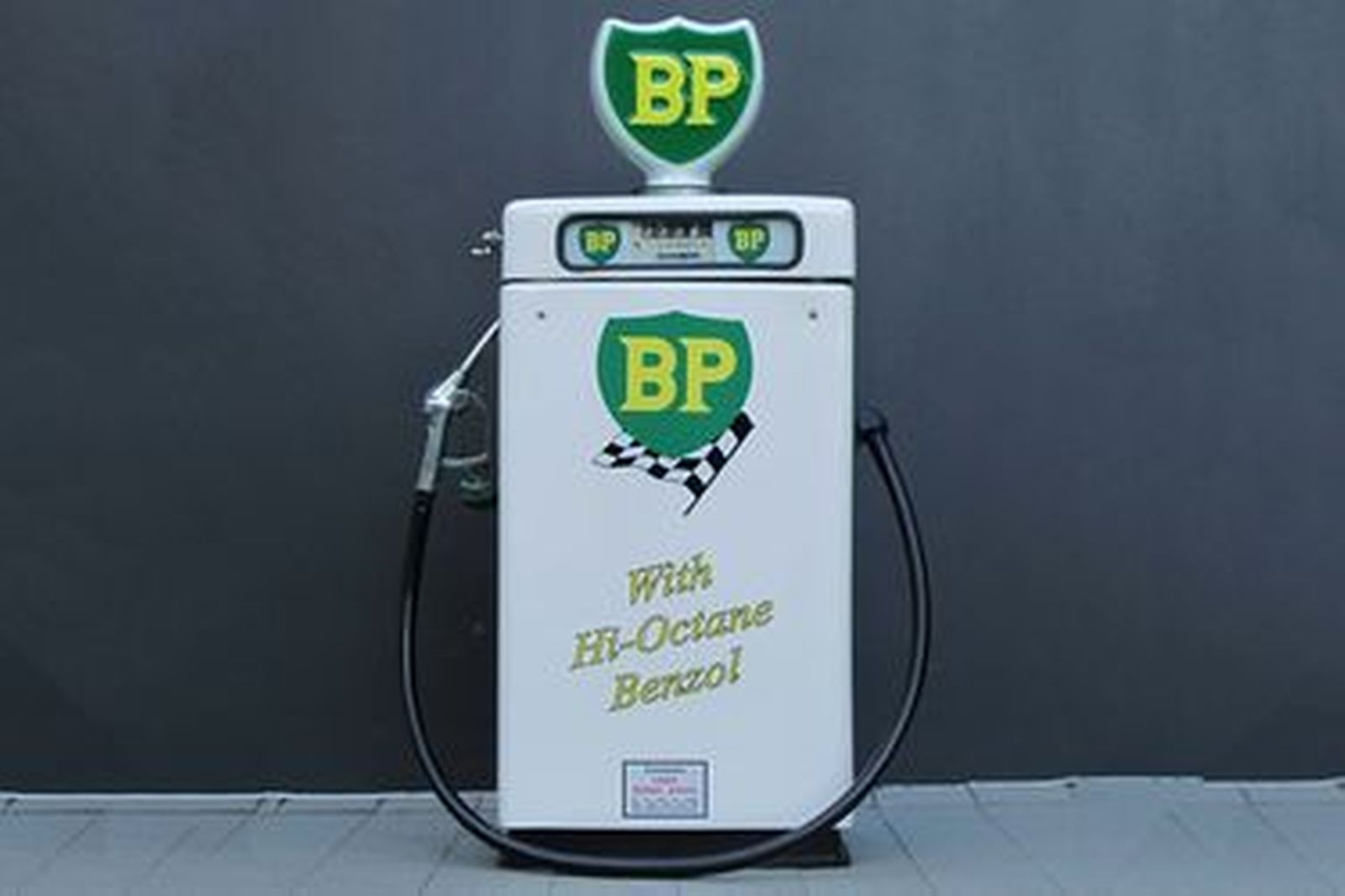 Petrol Pump - Wayne 605 Electric in BP Racing Livery (Restored with Reproduction Globe)