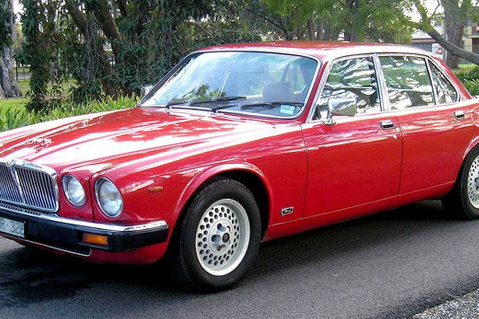sold jaguar xj6 series 3 saloon auctions lot 31 shannons. Black Bedroom Furniture Sets. Home Design Ideas