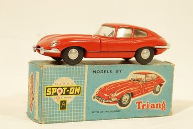 Model Car - Spot-on 1960s diecast Jaguar E-Type Cat No.217 (1:42 scale)