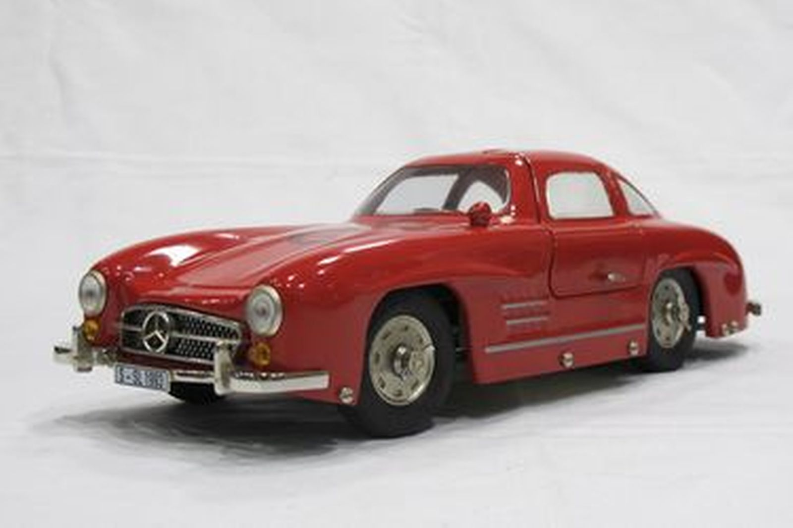Model Car - 1 x Marklin Clockwork Tin-plate Mercedes-Benz 300SL Gullwing (#81092)(1:16 Scale)