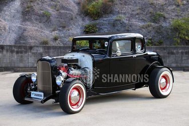 Ford 5-Window Deuce Coupe 'Hot Rod'