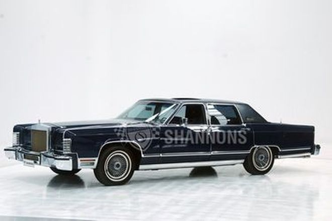Lincoln Continental 'Collectors Series' Sedan (LHD)