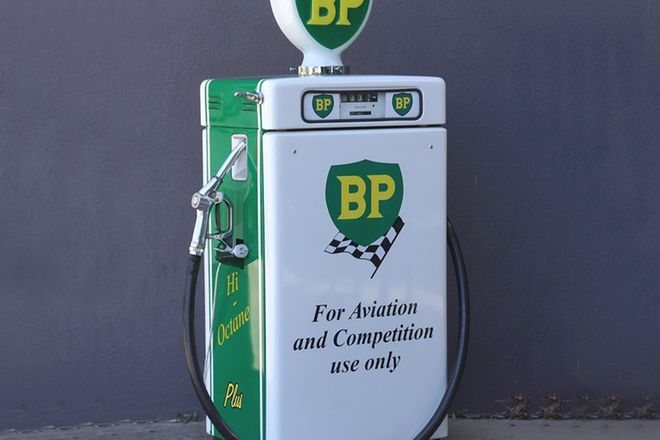 Petrol Pump  - c1960s Wayne 605 Industrial in BP Livery with Reproduction Globe