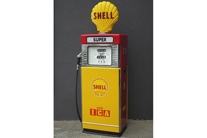 Petrol Pump - Wayne 605 in Shell Livery with Reproduction Globe