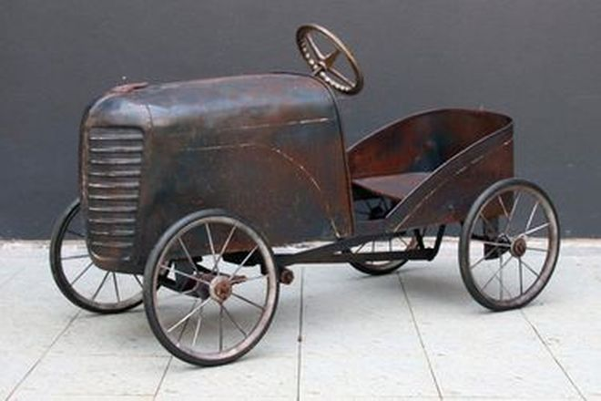 Pedal Car - Child's Tin Plate in the style of 1940s Chevrolet (84cm long)