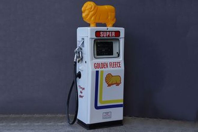 Petrol Pump - c1970s Wayne 605 in Late Golden Fleece Livery with Reproduction Ram (Restored)
