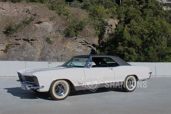 Buick Riviera Coupe (RHD)