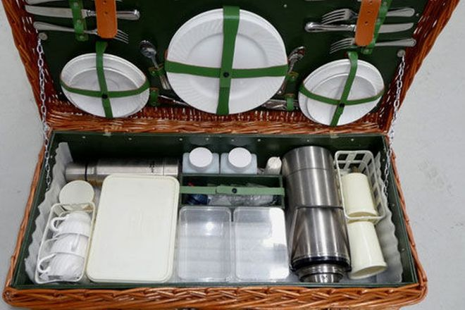 Picnic Set - 1 x Harrod's of London Picnic Basket and Set for 4