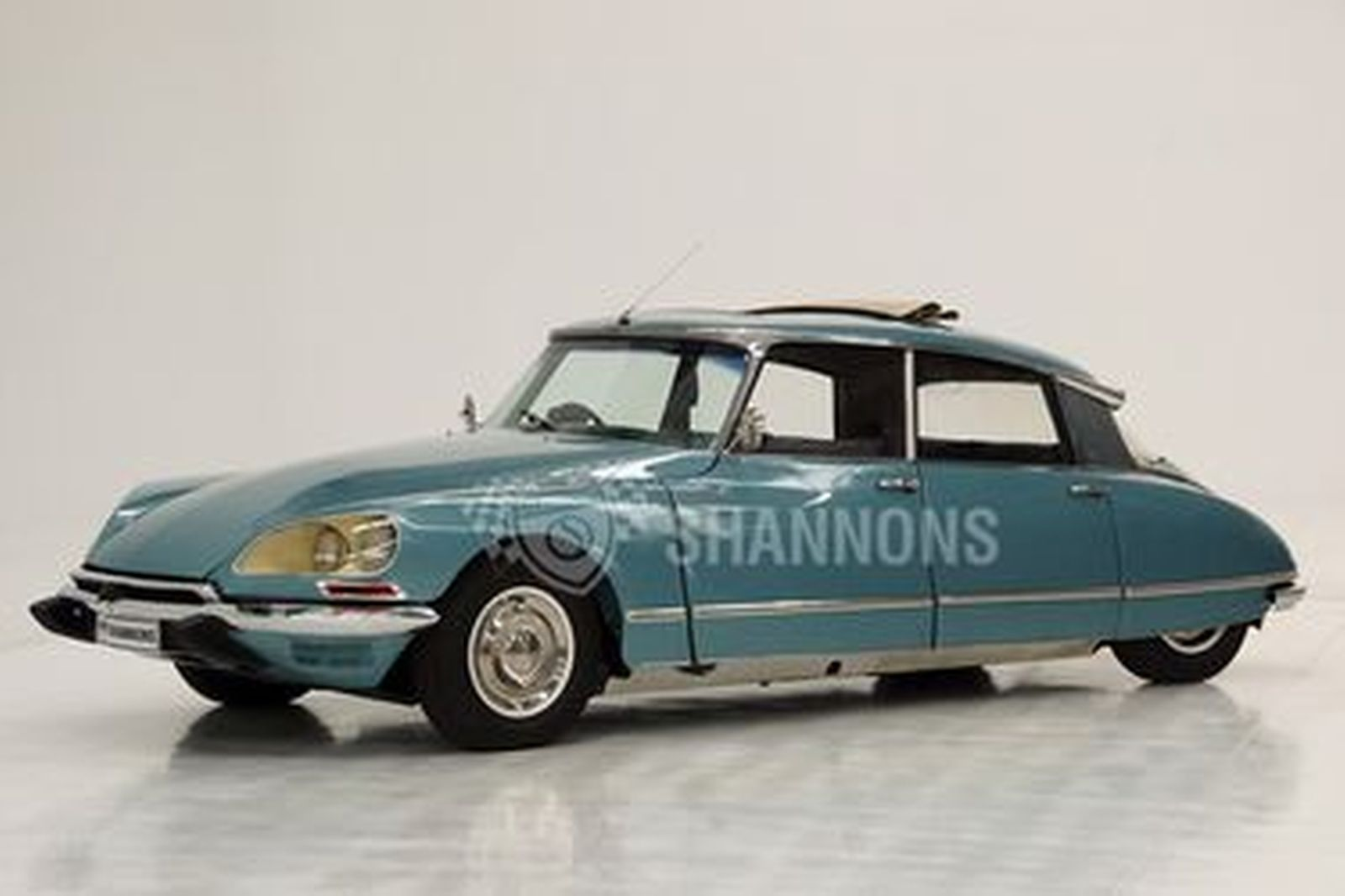 Citroen DS21 Pallas Sedan