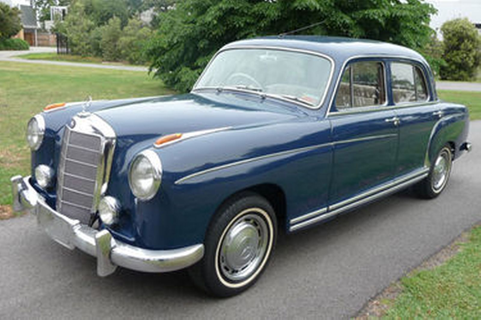 Sold mercedes benz 220s sedan auctions lot 2 shannons for Mercedes benz 220 s