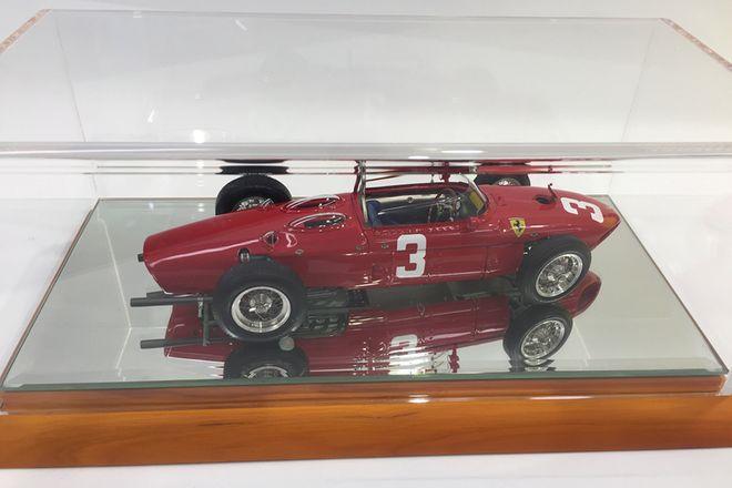 Model Car 1:18 - Ferrari Dino 156 1961 Sharknose GP Deutschland, graf berghe von trips