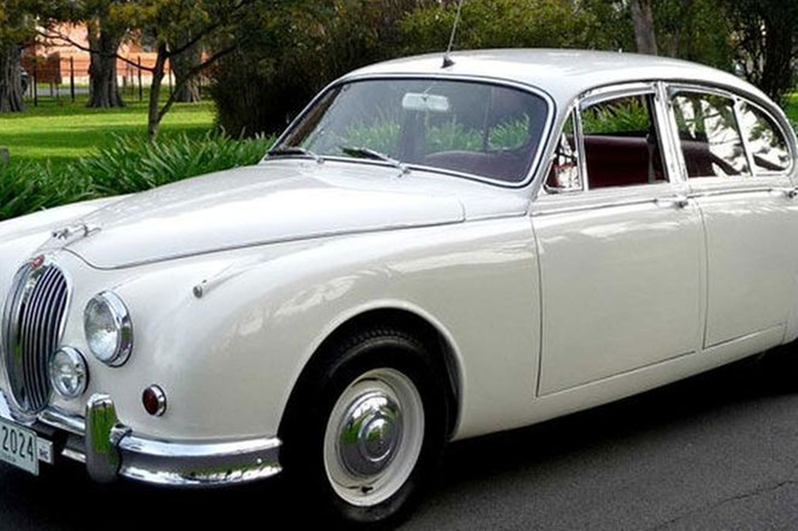 sold jaguar mkii 2 4 manual saloon auctions lot 18 shannons. Black Bedroom Furniture Sets. Home Design Ideas