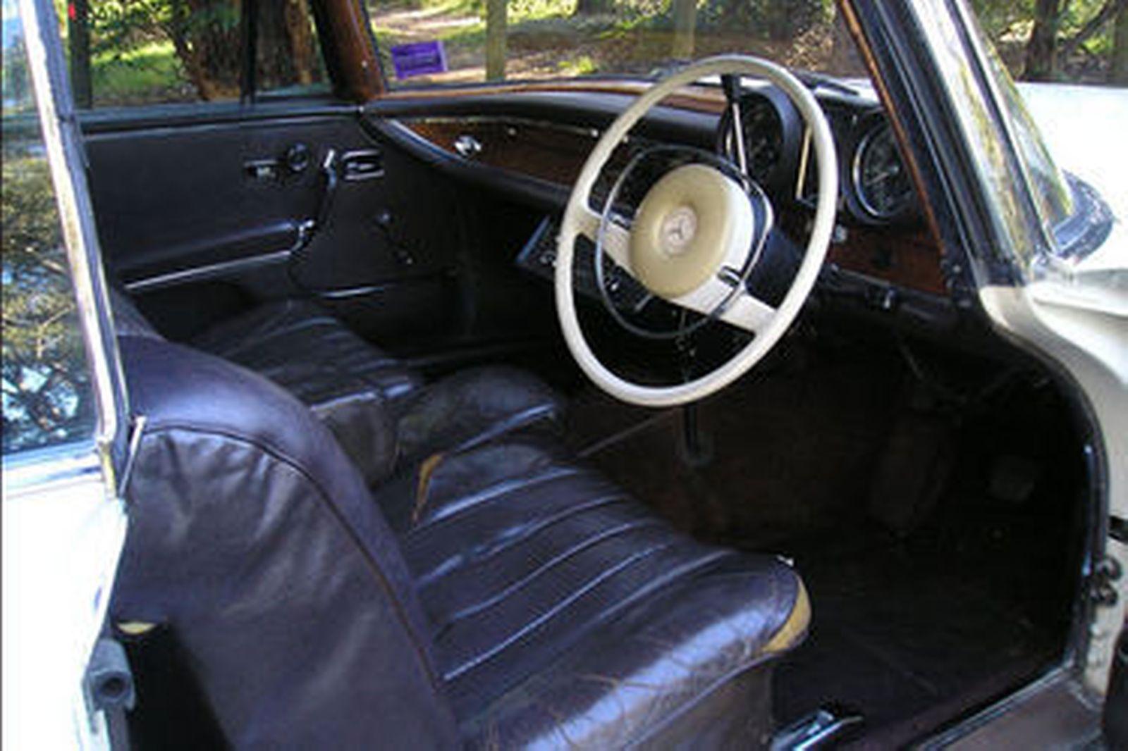 Mercedes-Benz 250SE Coupe