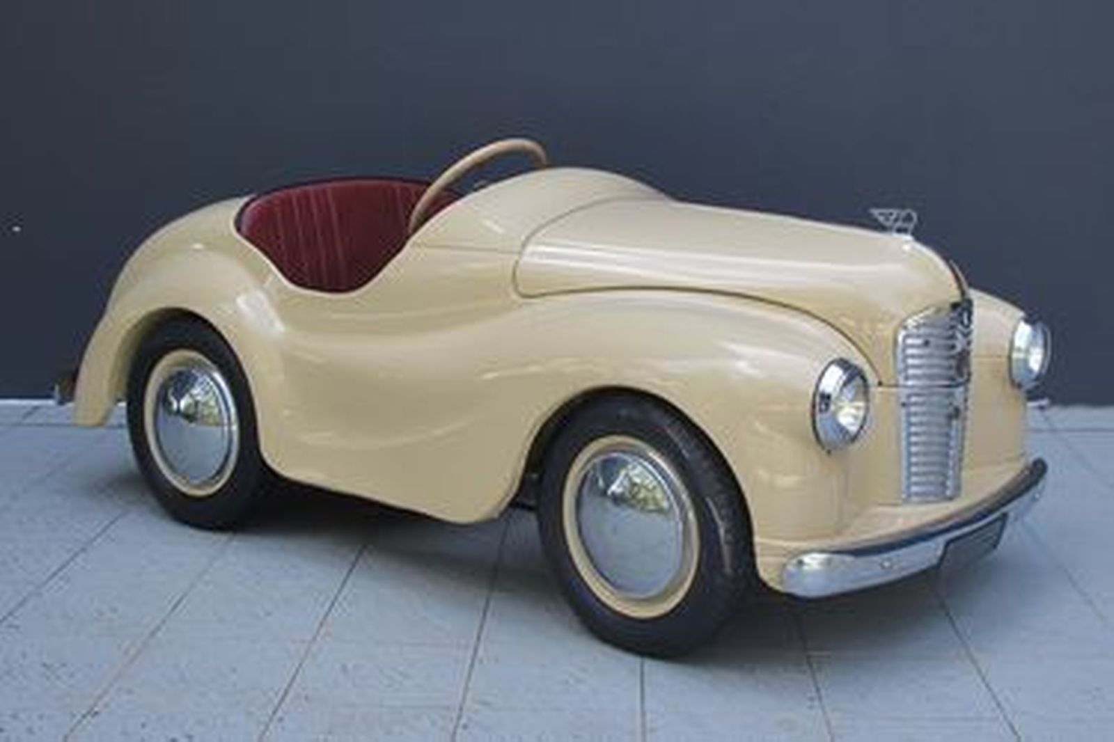 Sold Pedal Car C1950 S Austin J40 Pedal Car 1 6m Long X 0 7m Wide Auctions Lot Y Shannons