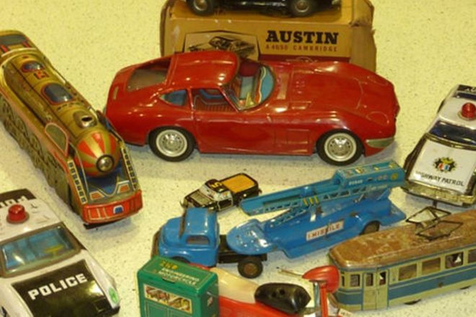 9x Tin Toys Collection