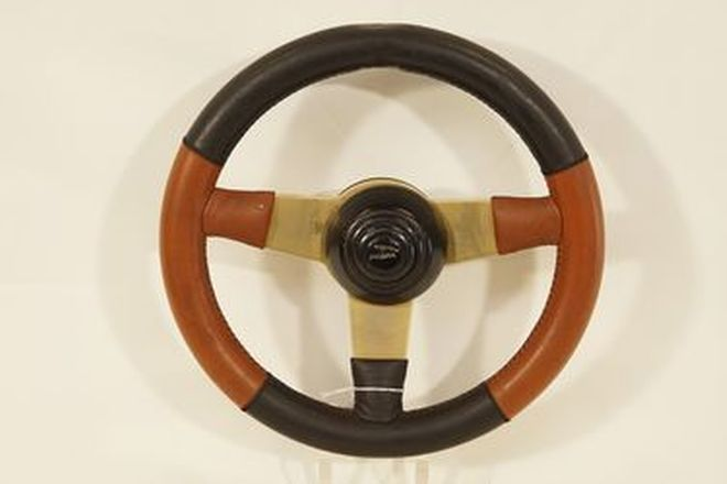 Steering Wheel - 3-spoke Gold plated with two-tone leather and Jaguar horn button