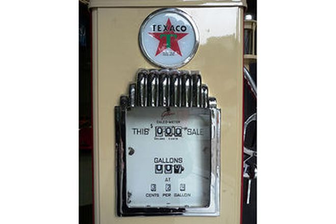 Petrol Pump - c1950s Gilbarco CM in Texaco Livery (Restored with Reproduction Globe)