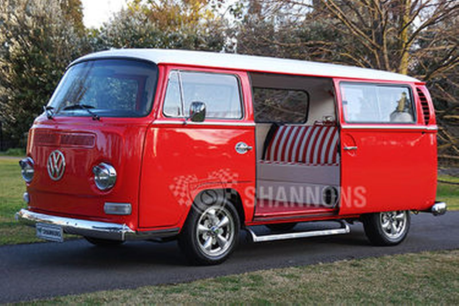 sold volkswagen 39 kombi 39 t2 microbus auctions lot 18 shannons. Black Bedroom Furniture Sets. Home Design Ideas